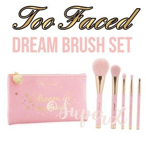 Too Faced Dream Teddy Bear Hair Synthetic Brush